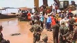 Clip tìm thấy một phần hộp đen vụ tai nạn máy bay Lào