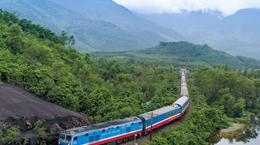 Đường sắt chạy lại tàu Hà Nội-Lào Cai sau hơn một tháng tạm dừng