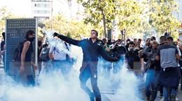 Hơn 1.000 người thuộc phong trào 'Áo vàng' tiếp tục biểu tình tại Pháp