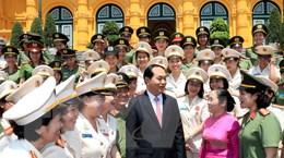 Chủ tịch nước gặp mặt phụ nữ Công an tiêu biểu năm 2016