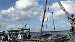 Thuyền từ nhựa tái chế truyền cảm hứng cho chiến dịch Làm sạch biển