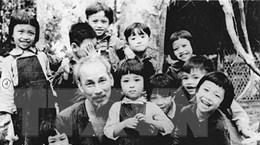 [Photo] Bác Hồ dành muôn vàn tình yêu thương cho thiếu nhi Việt Nam