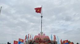 """Lễ Thượng cờ """"Thống nhất non sông"""" tại Đôi bờ Hiền Lương-Bến Hải"""