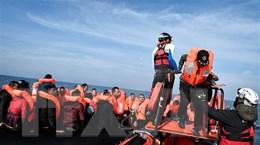 Biên phòng Anh bắt giữ hàng chục người tại eo biển Manche
