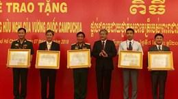 Trao tặng Huân chương Hữu nghị của Campuchia cho tập thể, cá nhân