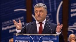 Tổng thống Ukraine Poroshenko siết chặt quy định với du khách Nga