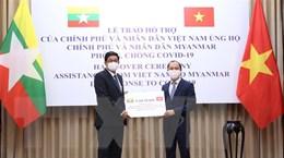 Trao tượng trưng quà của Việt Nam tặng Myanmar chống dịch COVID-19