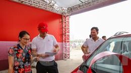 [Video] Khách hàng nói gì trong ngày đầu nhận xe Fadil của VinFast?