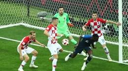 """Công nghệ VAR dính """"hạt sạn"""" trong trận chung kết World Cup 2018"""