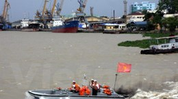 13 ngư dân bị nạn do bão đang được đưa vào bờ