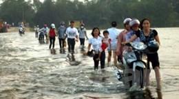 Lũ lụt gây ách tắc trên Quốc lộ 1A ở Quảng Ngãi