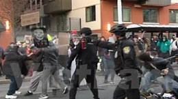 Video cảnh sát Mỹ dùng hơi cay giải tán biểu tình