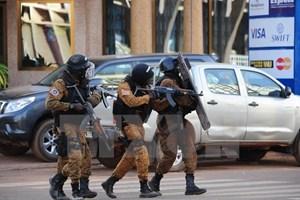 [Video] 3 đối tượng tấn công khủng bố ở Burkina Faso vẫn lẩn trốn