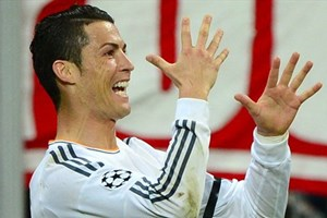 Cris Ronaldo đi vào lịch sử Champions League bằng cú đúp