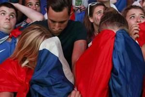 Paris chết lặng trong tiếng hát Bồ Đào Nha sau trận chung kết