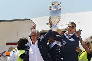 Cận cảnh lễ rước cúp vô địch EURO hoành tráng của Bồ Đào Nha
