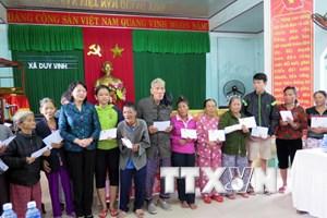 Phó Chủ tịch nước đến thăm người dân vùng lũ tỉnh Quảng Ngãi