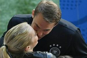 Thủ thành Manuel Neuer sắp đưa nàng về dinh sau 2 năm gắn bó