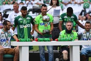 Trận đấu đầy nước mắt sau vụ rơi máy bay khiến 19 cầu thủ tử nạn