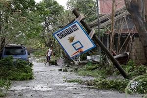 Siêu bão Mangkhut gây lũ lụt và hư hại nghiêm trọng ở Trung Quốc