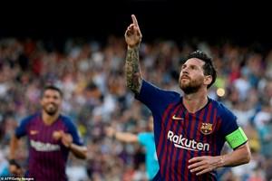 Lionel Messi lập kỳ tích sau khi giúp Barcelona thắng hủy diệt