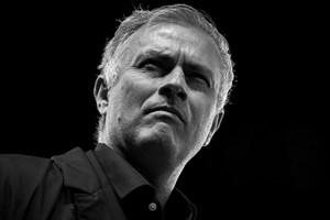 Manchester United sa thải HLV Jose Mourinho ngay đêm nay?