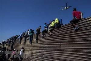 Tổng thống Trump đe dọa đóng cửa toàn bộ biên giới Mỹ-Mexico