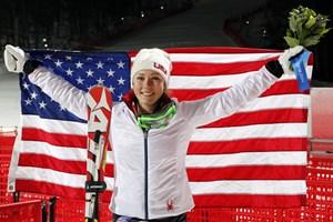 Thần đồng trượt Mỹ Shiffrin đi vào lịch sử trượt tuyết slalom