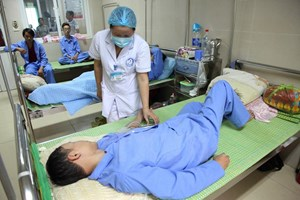 Cứu chữa kịp thời một bệnh nhi 11 tuổi bị sốc sốt xuất huyết nặng