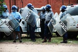 Cảnh sát Zimbabwe quay trở lại thực hiện nhiệm vụ bình thường
