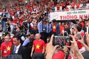 Giao lưu với các cầu thủ U23: Người hâm mộ TP.HCM 'cháy hết mình'