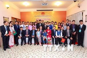 Chủ tịch nước gặp đại diện cộng đồng người Việt tại Bangladesh