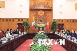 Hình ảnh Thủ tướng hội đàm với Cố vấn Nhà nước Myanmar San Suu Kyi