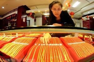 Giá vàng ở thị trường châu Á chạm mức thấp nhất trong 18 tháng