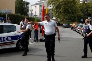 IS nhận tiến hành vụ tấn công bằng dao khiến 2 người chết tại Paris