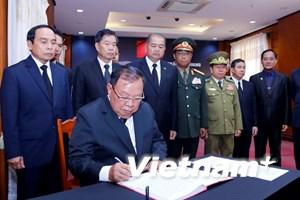 Lãnh đạo Lào viếng và ghi sổ tang Chủ tịch nước Trần Đại Quang