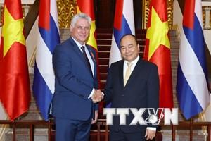 Thủ tướng Nguyễn Xuân Phúc tiếp Chủ tịch Cuba Miguel Mario Diaz Canel