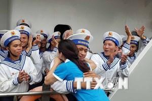 Hình ảnh tiễn đoàn công tác Vùng 4 Hải quân lên đường ra Trường Sa