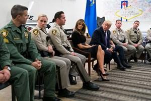 Tổng thống Trump gặp gỡ những người sống sót trong vụ thảm sát