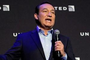 CEO United Airlines xuất hiện trên truyền hình sau vụ đánh khách