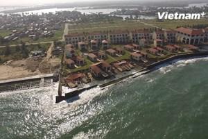 [Video] Sóng biển công phá khu nghỉ dưỡng trăm tỷ tại Quảng Nam