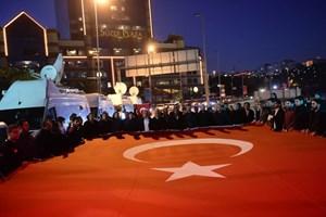 Người dân Thổ Nhĩ Kỳ xuống đường phản đối vụ đánh bom kép