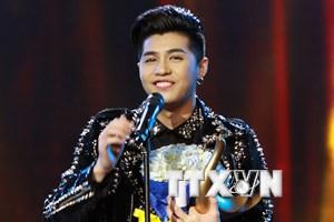 Noo Phước Thịnh đoạt danh hiệu Ca sỹ của năm ở giải Cống hiến 2017