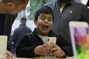 Cậu bé 10 tuổi có thể mở khóa iPhone X của mẹ bằng Face ID