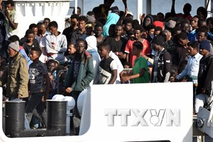 Italy đề xuất cơ chế luân phiên cảng tiếp nhận người di cư