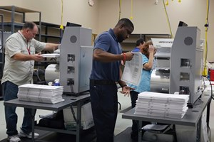 Tổng thống Trump kêu gọi bang Florida chấm dứt kiểm lại phiếu