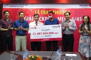 Khách hàng trúng Jackpot hơn 21 tỷ đồng đã tới nhận thưởng