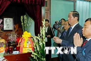 Chủ tịch nước Trần Đại Quang dâng hương tưởng nhớ Bác Hồ