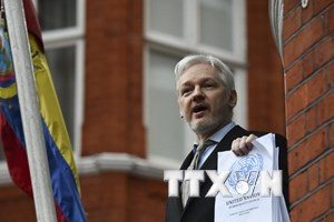 Cảnh sát Anh khẳng định vẫn sẽ bắt giữ ông Julian Assange