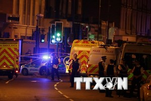 Xác nhận 1 người đã chết trong vụ xe tải lao vào đám đông tại Anh